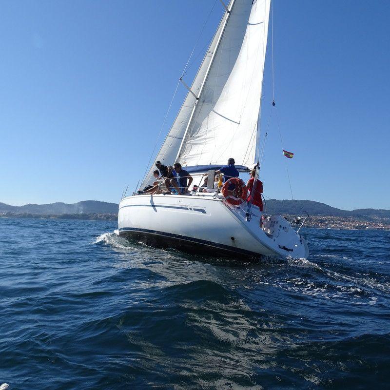 Bavaria_38_NAvegando_Sailing_Galicia_Sailway_Charter
