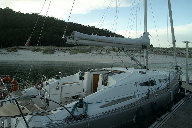 Elan_Impression_344_fondeado_Anchor_Sailway_Charter_Cies
