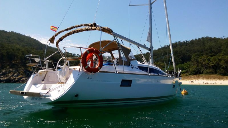 Elan_Impression_40_fondeado_anchor_Sailway_Charter_Cies