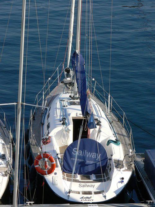 Elan_Performance_37_Popa_Sterm_Sailway_Charter_Galicia