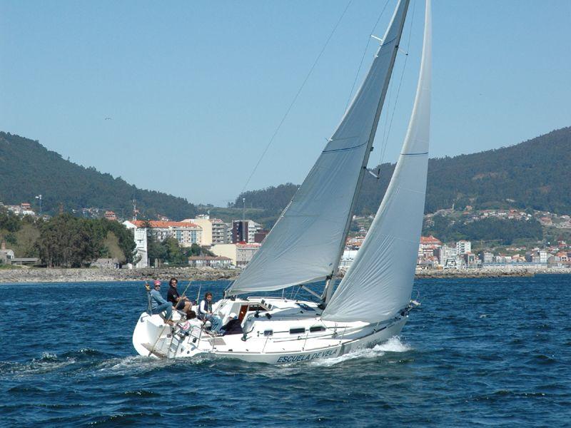 Elan_Perfrormance_31_Navegando_Sailing_Sailway_Charter