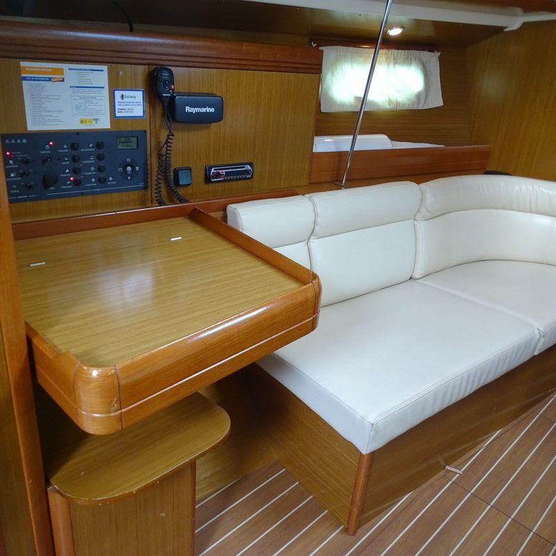 Jenneau_39_Mesacartas_Cockpit_Sailway_Charter