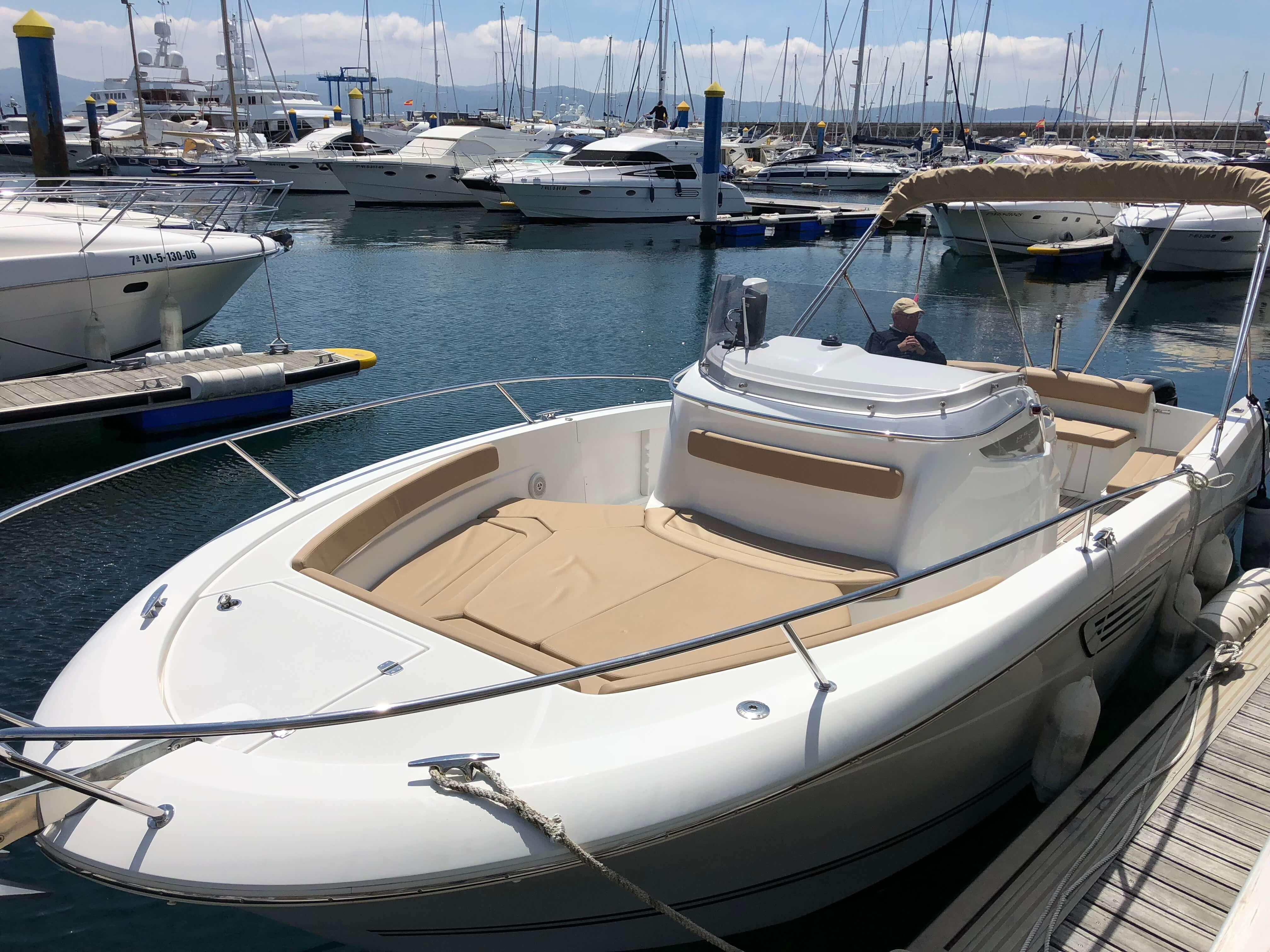 J850_proa_Sailway_charter_Ria_Vigo_Galicia