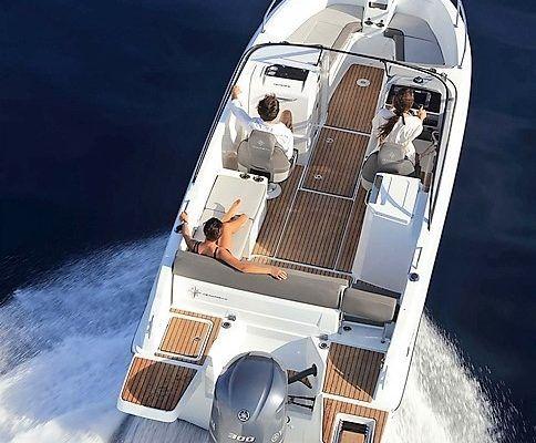 CapCamarat7.5_sailing_Jenneau_Sailway_charter_galicia