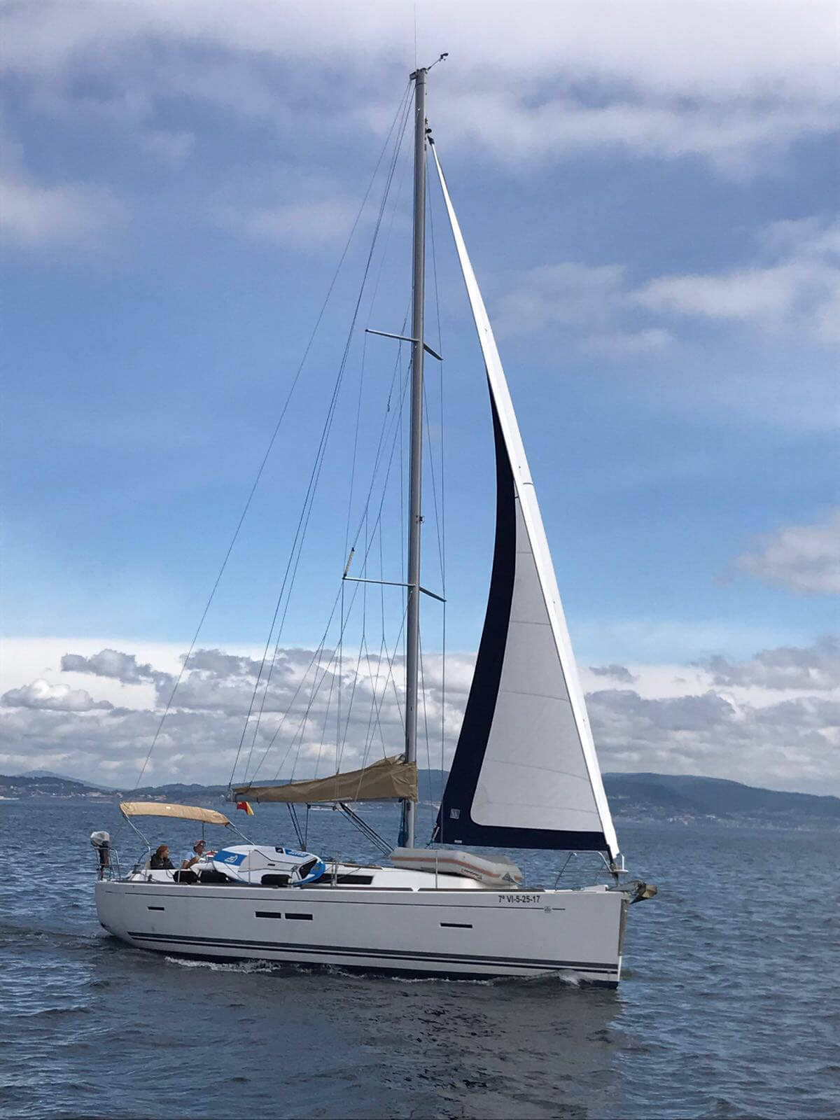 Dufour40.5L_sailing_genoa_sailway_charter_galicia