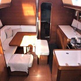 Dufour40.5L_salon_sailway_charter_galicia-1-1