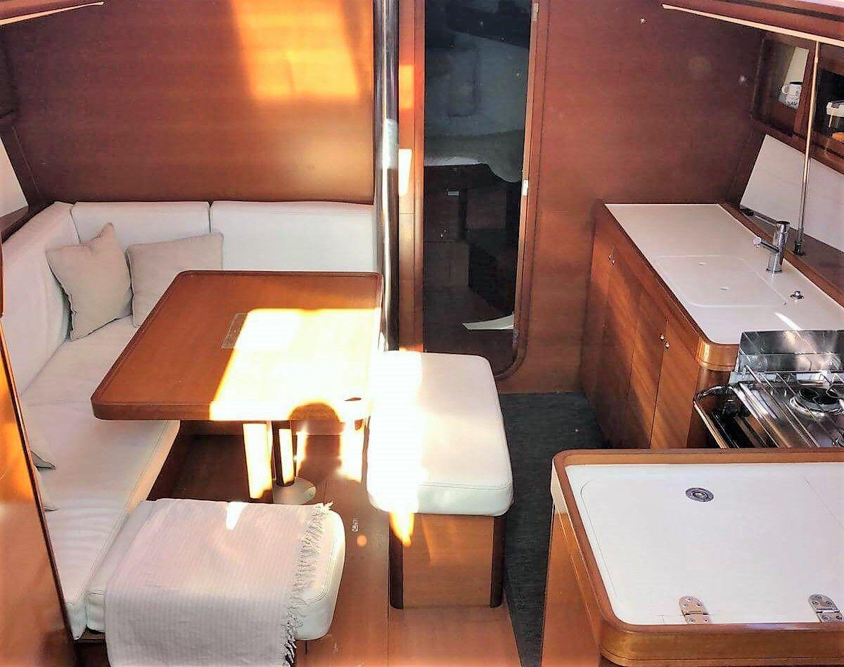 Dufour40.5L_salon_sailway_charter_galicia