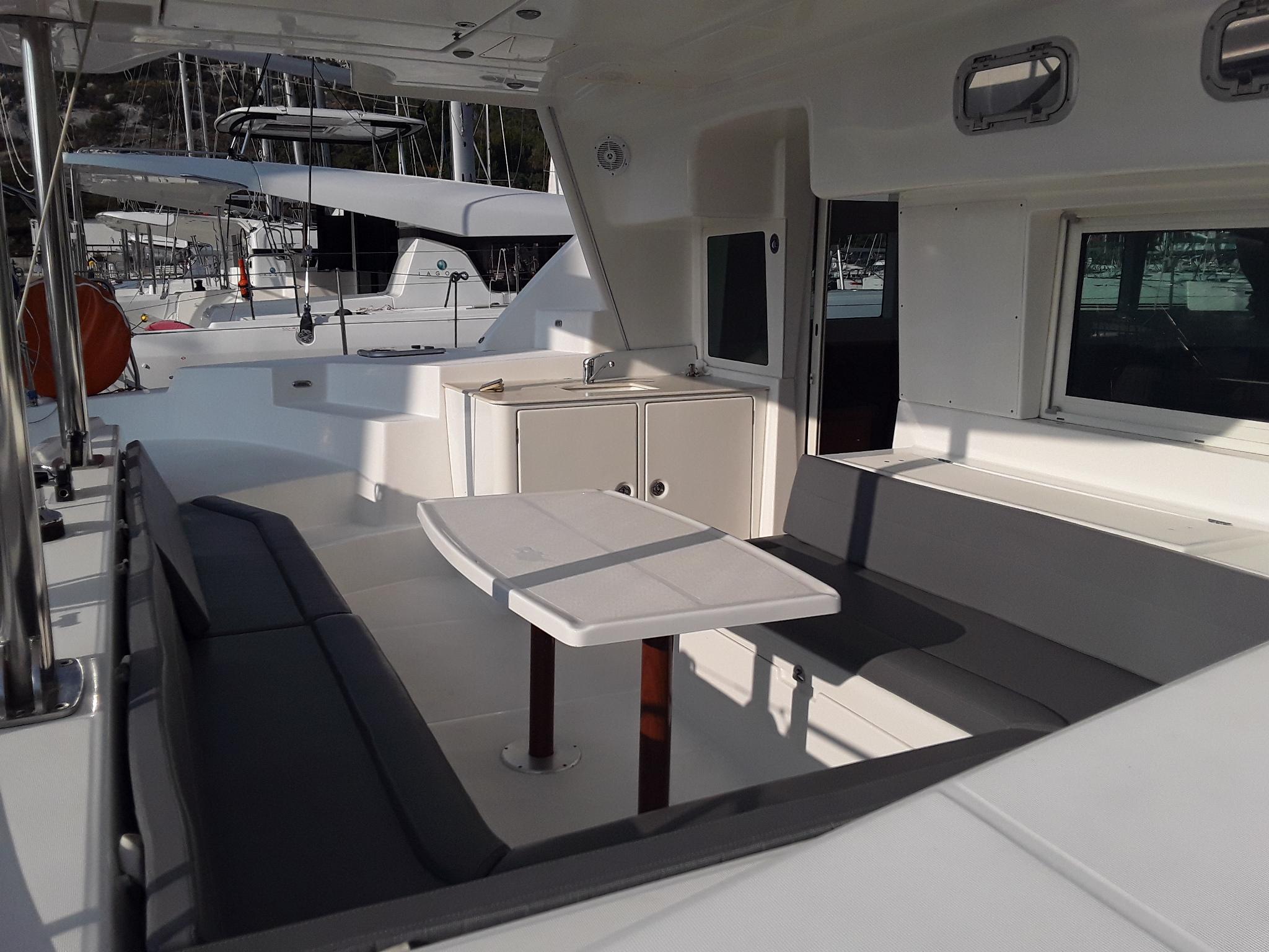 Lagoon440_popa_sailway_charter_galicia