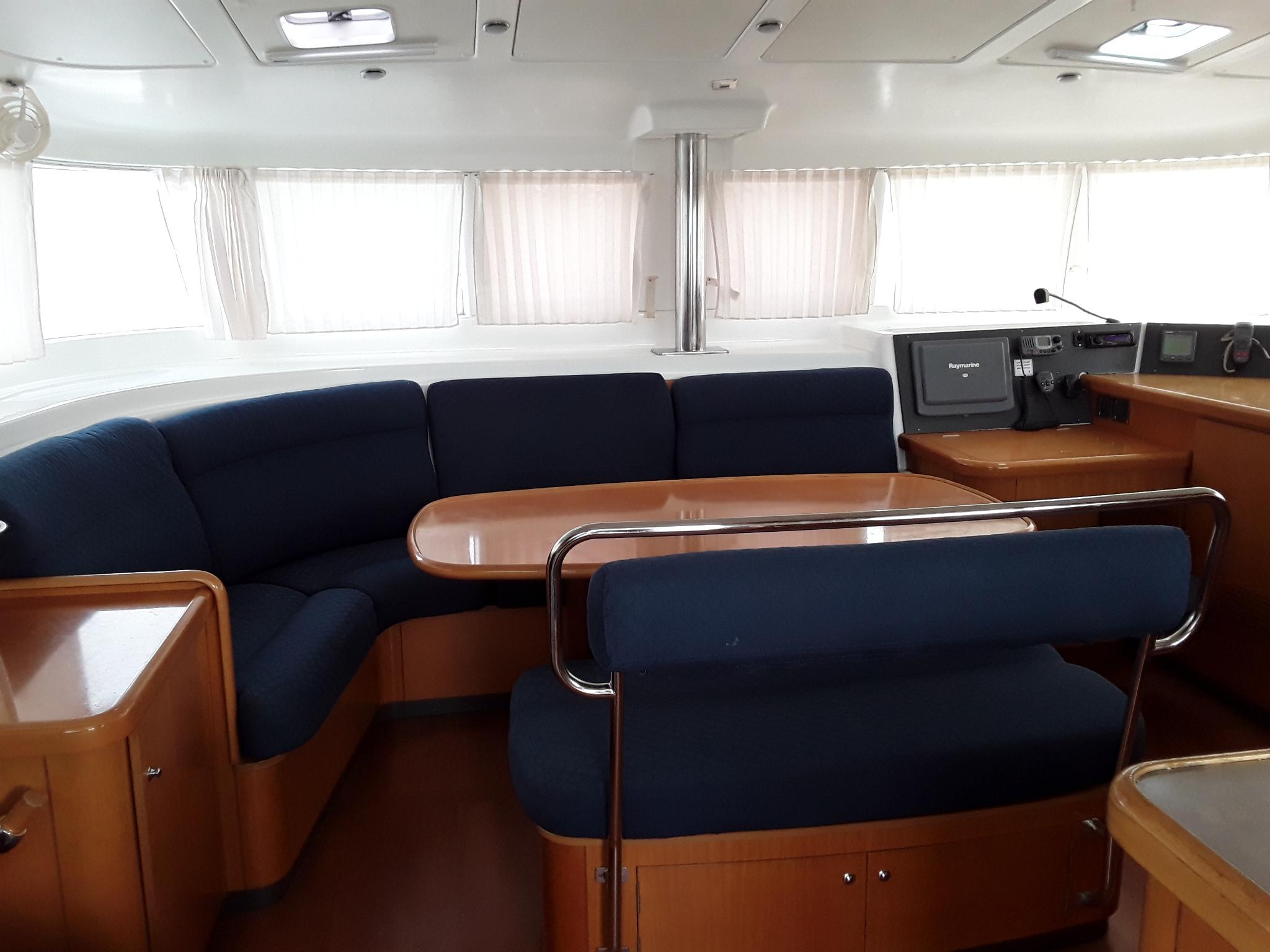 Lagoon440_salon_sailway_charter_galicia