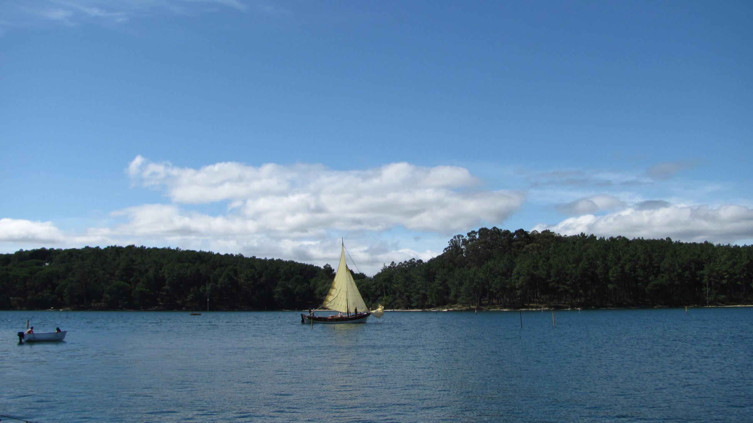 Vista_cortegada_ desde_ carril_Sailway_Sailing_Holidays_Charter_Galicia